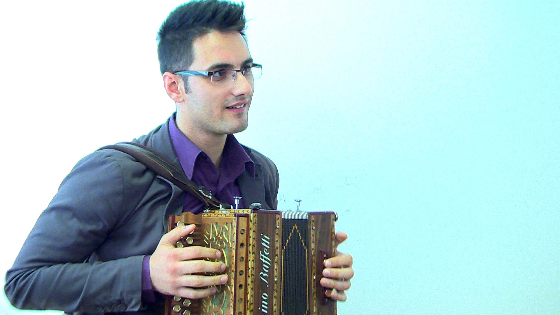 39o PIF Premio Internazionale della Fisarmonica 2014 | Alessandro Gaudio | Due chiacchiere con l'organetto di Alessandro