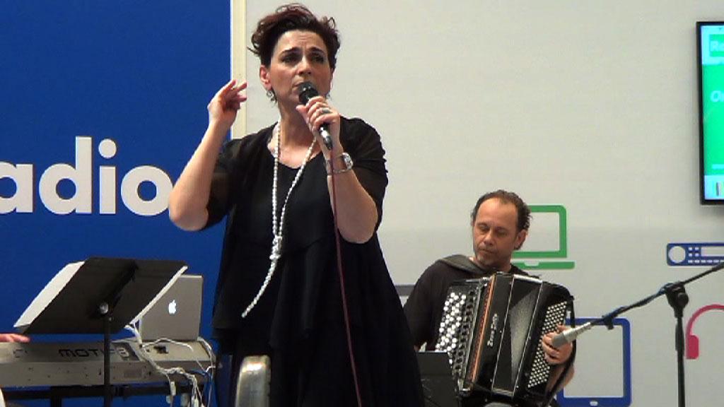SALONE DEL LIBRO 2014   FRANCA MASU   La fisarmonica accompagna l'esponente più internazionale dell'antica cultura catalana